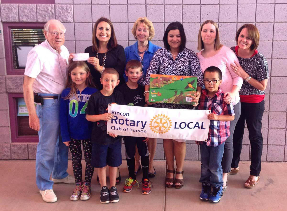 The Rincon Rotary Club Helps First Grade Teachers at Tanque Verde Elementary School.